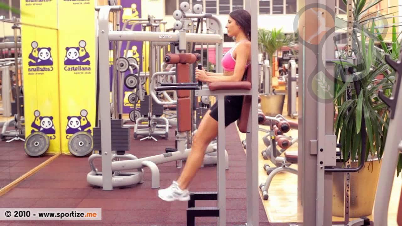 elevaciones de rodilla en paralelas