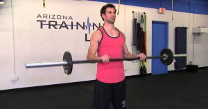 Curl de bíceps invertido con barra