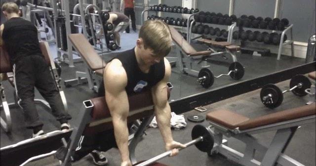 curl de bíceps araña