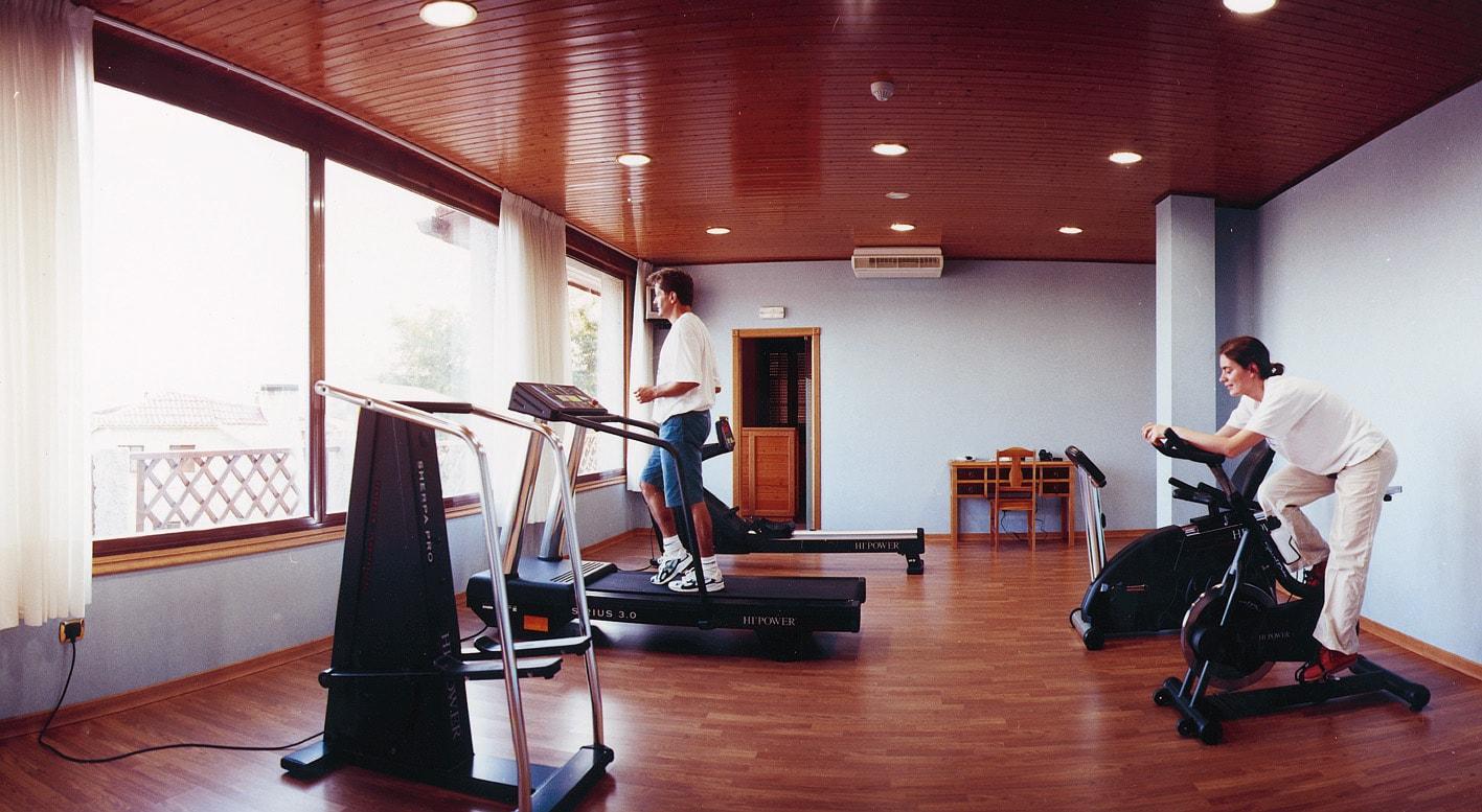 Ejercicios cardiovasculares caseros ejercicios en casa - Casa con gimnasio ...