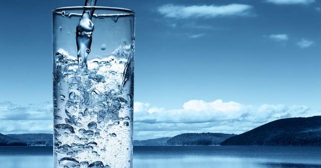 ¿Cuánta agua he de tomar al día?