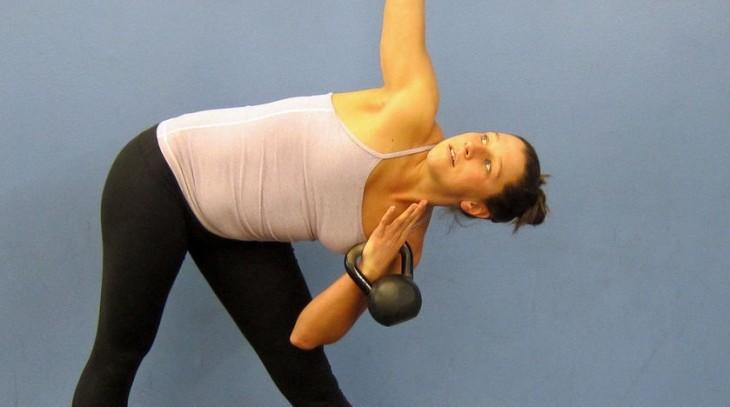 rutina de ejercicios con pesas rusas