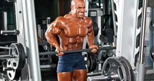 curl de bíceps en máquina Smith