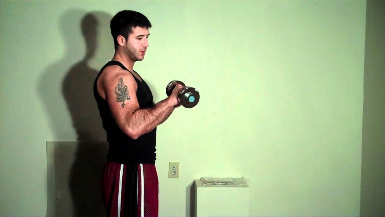 curl de bíceps invertido con mancuerna