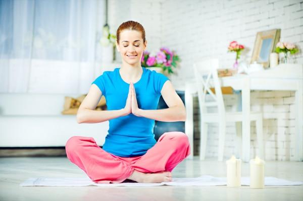 Apoya tus sesiones de entrenamiento con una clase de yoga ejercicios en casa - Clases de yoga en casa ...