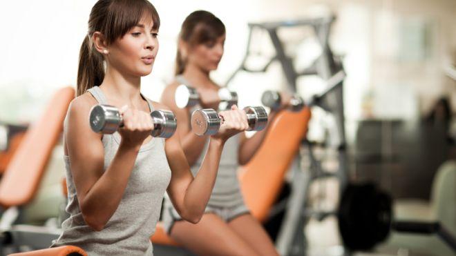 rutina de entrenamiento para principiantes con mancuernas para hacer rh ejerciciosencasa as com  ejercicios sin pesas para principiantes