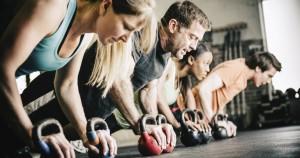 Entrenamiento de crossfit para mejorar la fuerza y resistencia cardiovascular