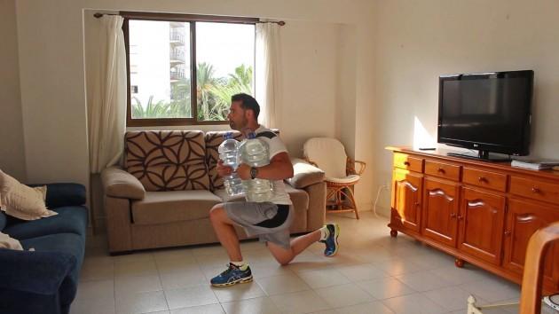 Circuito de entrenamiento para hacer en casa con mancuernas
