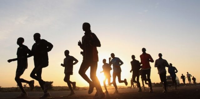 Correr en comunidad te mantiene motivado