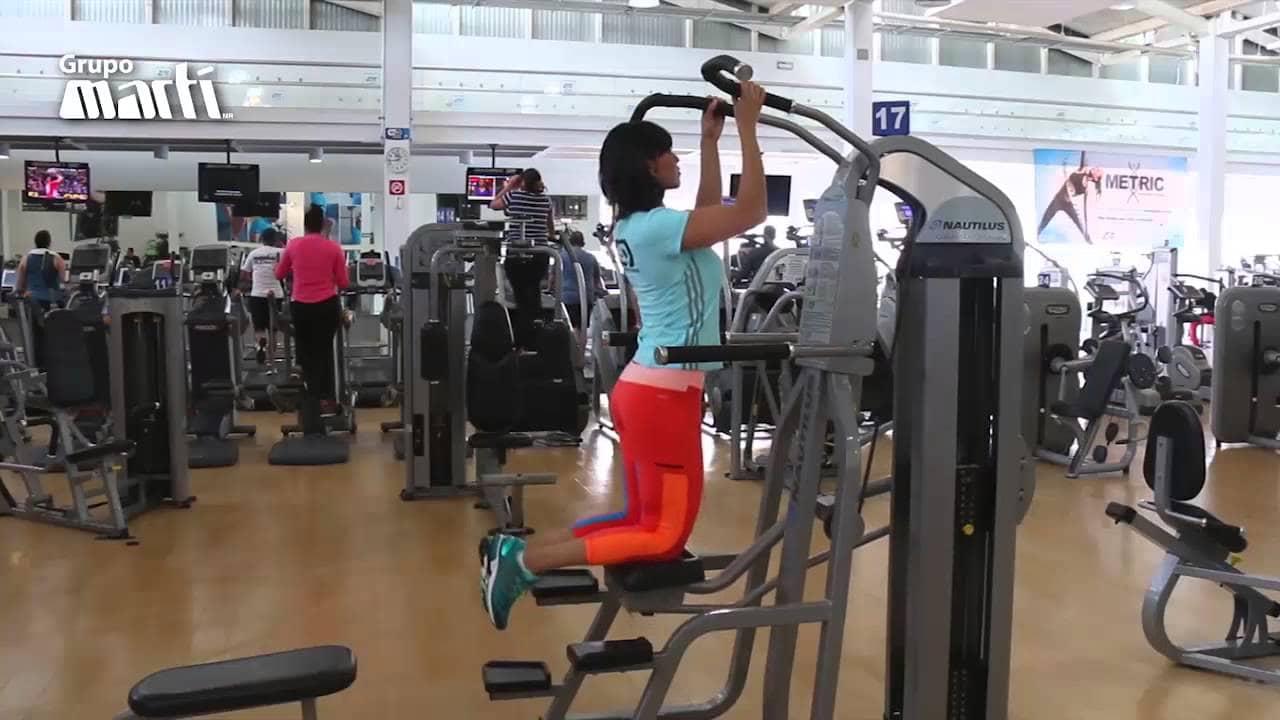 Aprende a hacer dominadas con esta peque a gu a ejercicios en casa - Barras de ejercicio para casa ...