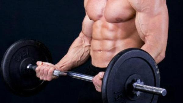 ejercicio de curl de bíceps con barra
